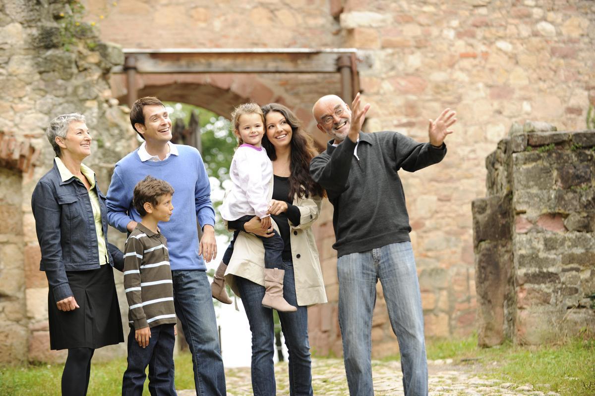 Besucher in der Festungsanlage der Hochburg bei Emmendingen; Foto: Staatliche Schlösser und Gärten Baden-Württemberg, Niels Schubert