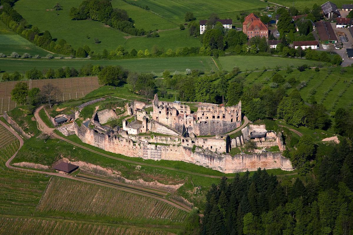 Luftansicht der Hochburg bei Emmendingen; Foto: Staatliche Schlösser und Gärten Baden-Württemberg, Achim Mende