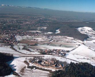 Blick über die Hochburg Richtung Berge; Foto: Staatliche Schlösser und Gärten Baden-Württemberg, Arnim Weischer