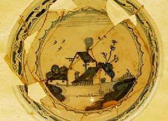 Schüsselchen aus Delfter Porzellan im Burgmuseum der Hochburg bei Emmendingen; Foto: Axel Brinkmann